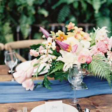 用花朵装饰室外餐桌 高逼格用餐模式开启