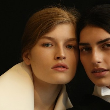 Burberry 发布2017二月系列秀场妆容「时装秀特辑」