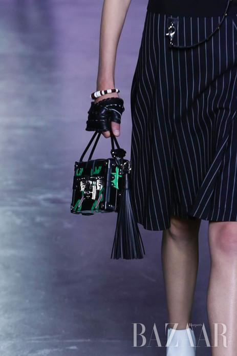 当地时间10月7日,Louis Vuitton于巴黎时装周发布2016春夏系列。