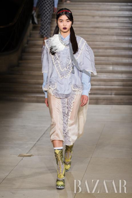 当地时间10月7日,Miu Miu于巴黎时装周发布2016春夏系列。