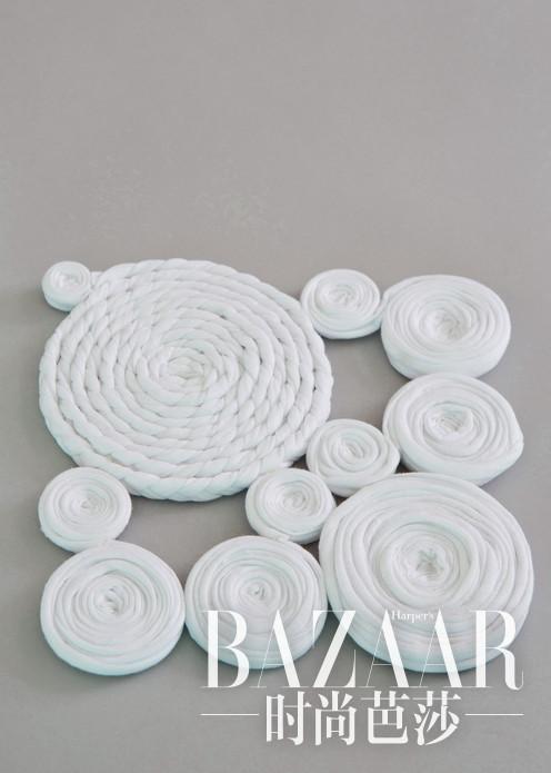 手工制造立体镂花桌垫,高雅品味别具一格,让你的家庭优雅有情调。