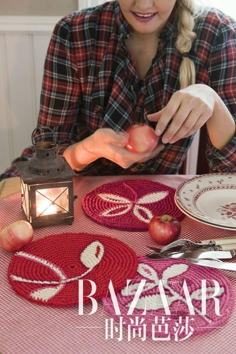 亲自编织自己的杯垫盘垫桌椅垫,生活在自己的手工成品当中,享受质朴生活带来的充实与幸福。