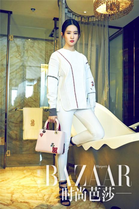 刘亦菲持Lady Dior限量版手袋拍摄大片