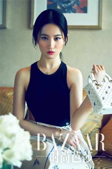 刘亦菲身着Dior 2015春夏系列连衣裙拍摄大片