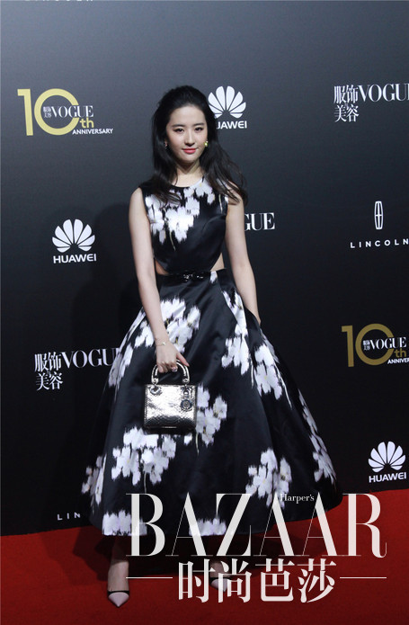 刘亦菲Dior 2015春夏高级订制系列连衣裙出席《Vogue》杂志十周年庆典