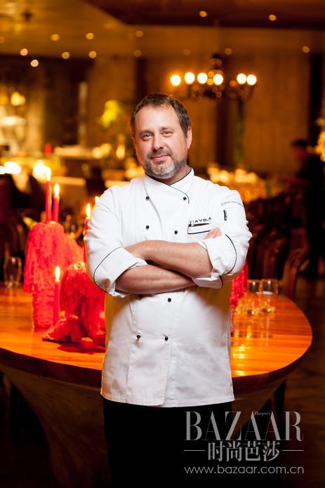 AVOLA 意大利餐厅行政总厨 Mauro Portaluppi,他的烹饪理念是以菜品口感为恒定不变的核心,既要注重食材品质和健康创意的结合,还要令出品在视觉上赏心悦目,达到统一和平衡。让我们一起随着Chef Mauro不出北京就能吃遍意大利的各地美味!