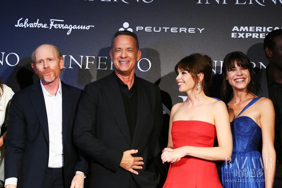 2016 年 10 月,Peuterey 荣幸宣布与奥斯卡最佳导演朗·霍华德(Ron Howard)执导的最新惊悚大片《但丁密码》(Inferno)合作,影片电影改编自美国作家丹·布朗(Dan Brown)的 2013 年同名小说,于 10 月13 日由华纳兄弟影业公司全球发行。值得期待的是,影片拥有强大的明星阵容,其中包括奥斯卡获奖演员汤姆·汉克斯(Tom Hanks)和国际巨星菲丽希缇·琼斯(Felicity Jones)、本·福斯特(Ben Foster)和奥马·希(Omar Sy)等。