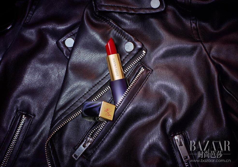 """唇色 01 缪斯红Ruby Red """"在面对镜头和出席重要场合时,我希望自己更加自信成熟。在需要的时候,深红色的唇膏能瞬间提升自信。"""""""