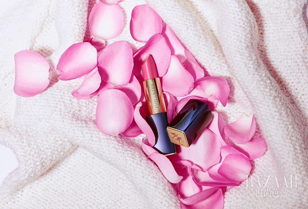 """唇色 03 少女粉Pink Pigeon""""我喜欢结交新朋友,一抹粉色的唇膏能瞬间提升亲和力,倍显甜美可人。当你想要展现魅力的时候,试试可爱的粉色吧。"""""""
