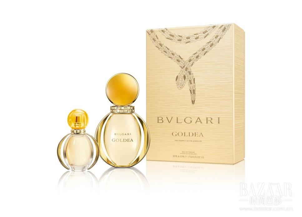 """Goldea宝格丽金漾女士香水以素有""""金色之神""""美称的女神哈索尔,和""""埃及艳后""""克里奥佩特拉两位黄金女神为灵感缪斯,将宝格丽黄金标志性诱人的色彩与温暖芬芳完美融合,气息魅惑而精致,如冬日暖阳般绽放璀璨光芒,营造出圣诞独有的绚烂。"""