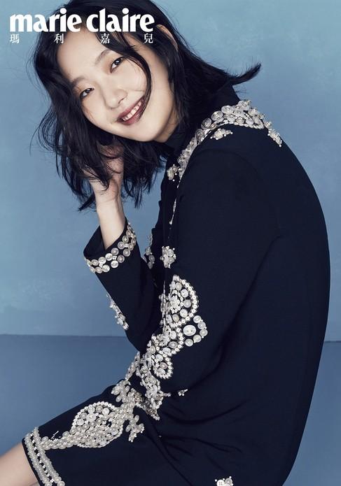 韩国女星金高银身穿Tory Burch 2017秋冬系列为港版《Marie Claire》拍摄的画报,三种LOOK的转换,尽显独特魅力。